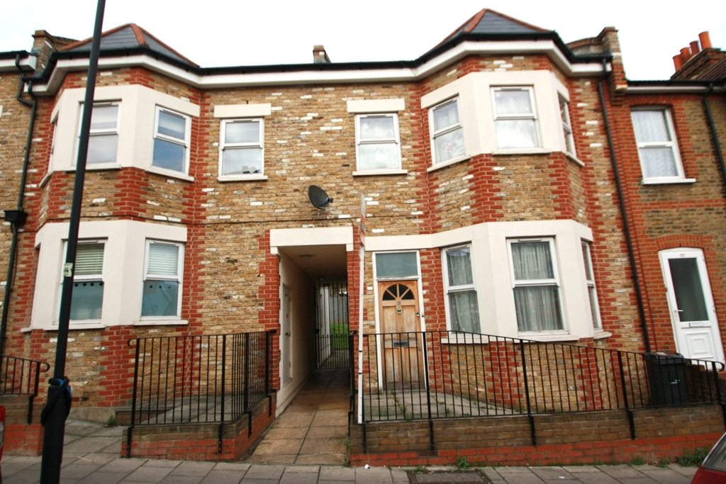 Great Size Perfectly Located Two Bedroom Conversion Flat Sunnyhill Road