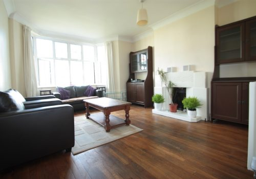 Great Size Well Located Two Double Bedroom Flat Manor Court