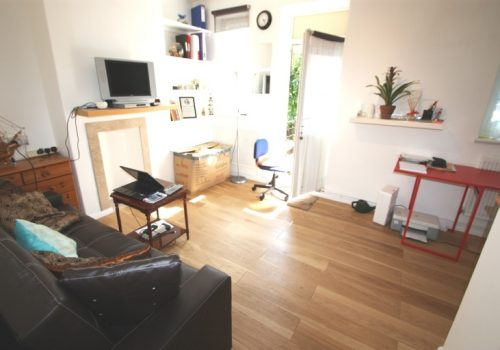 One Double Bedroom Flat Bridlington House, SW11
