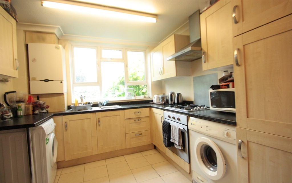 Three Double Bedroom Terraced House Silverthorne Road